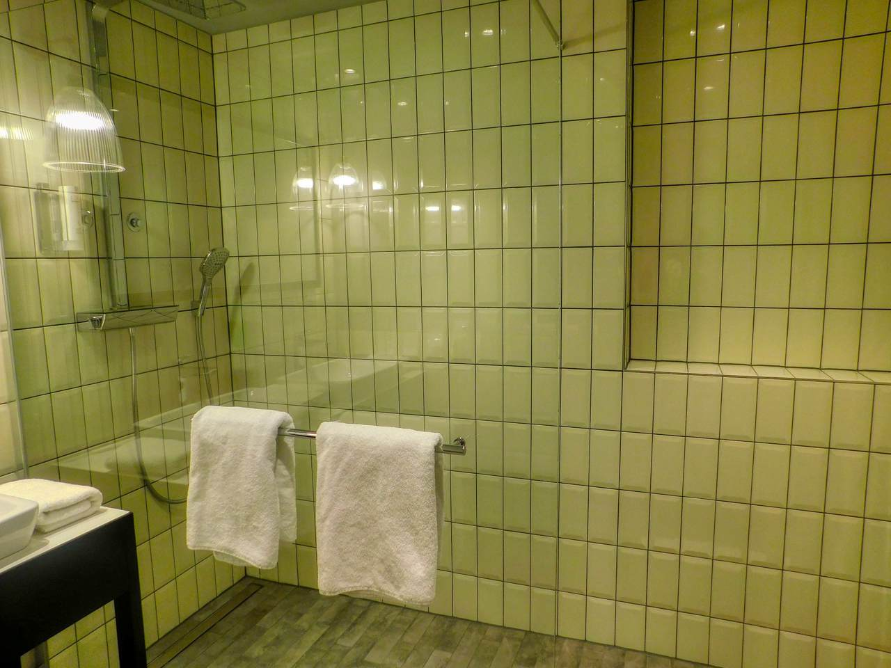 riesige Dusche