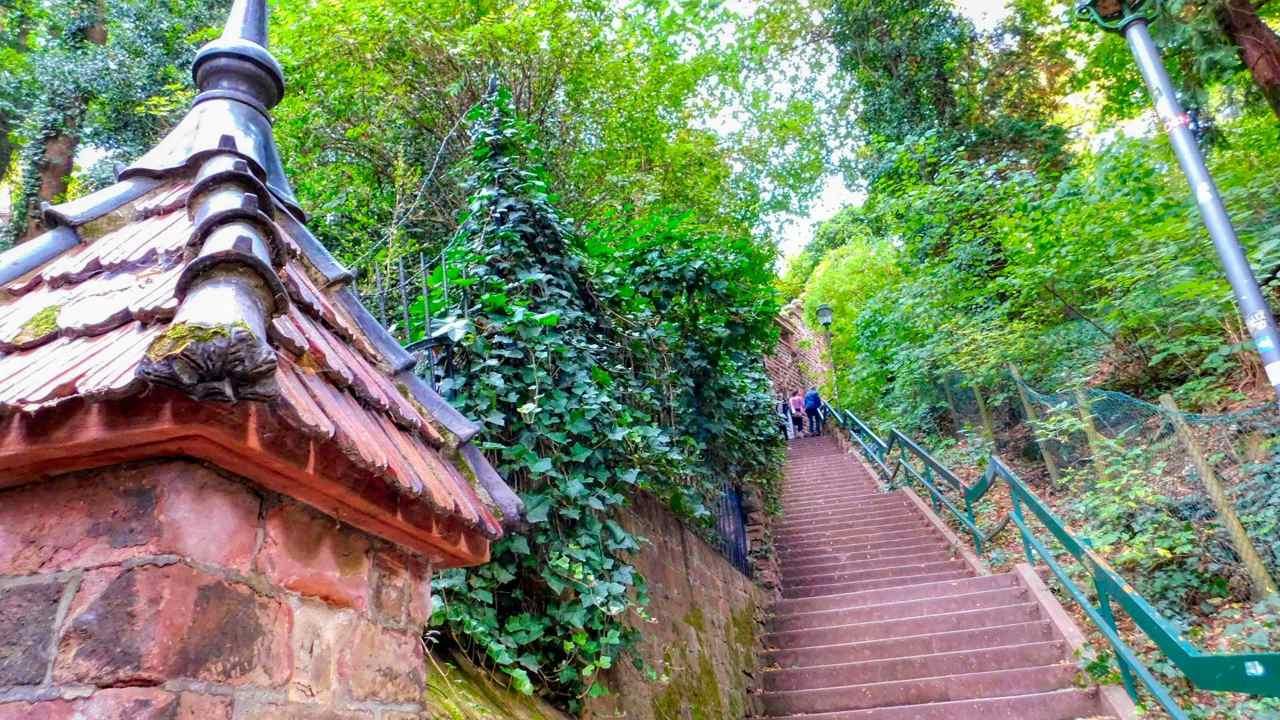 300 Stufen bis zum Schloss