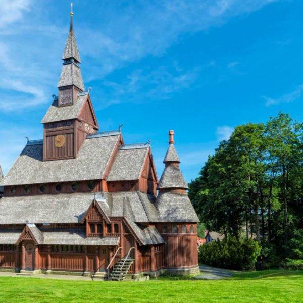 Stabkirche (ganz aus Holz)