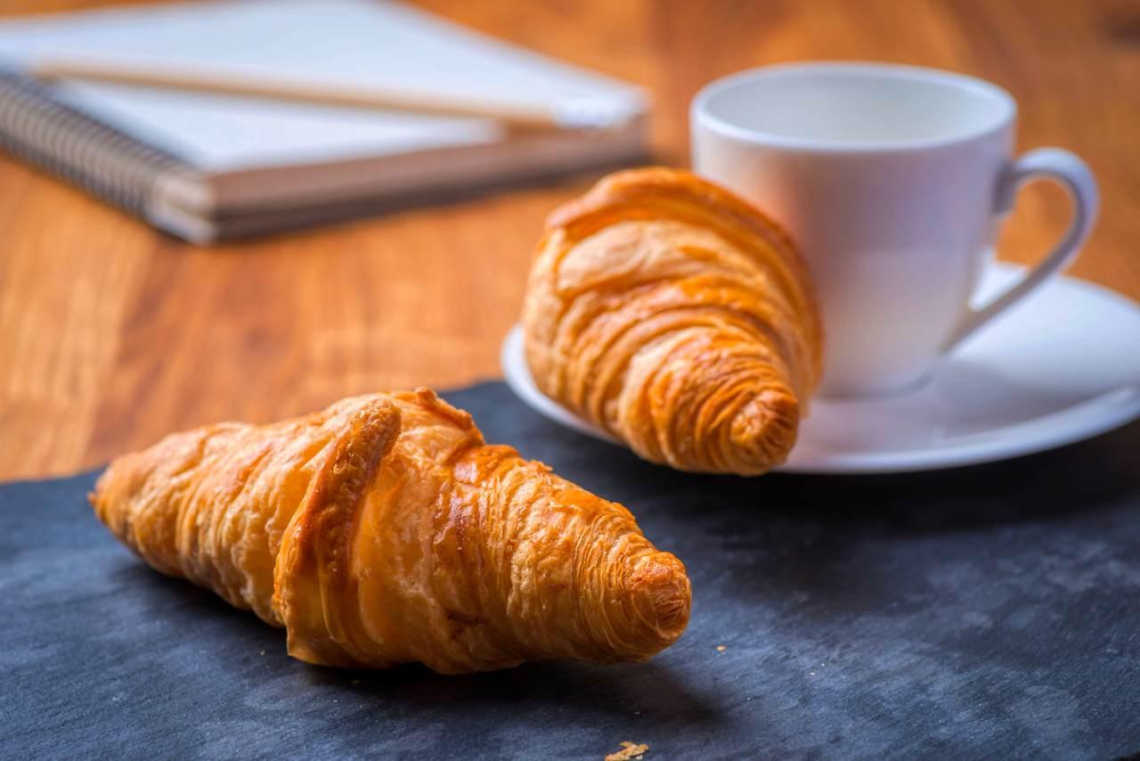 Kaffee und Croissants kostenfrei