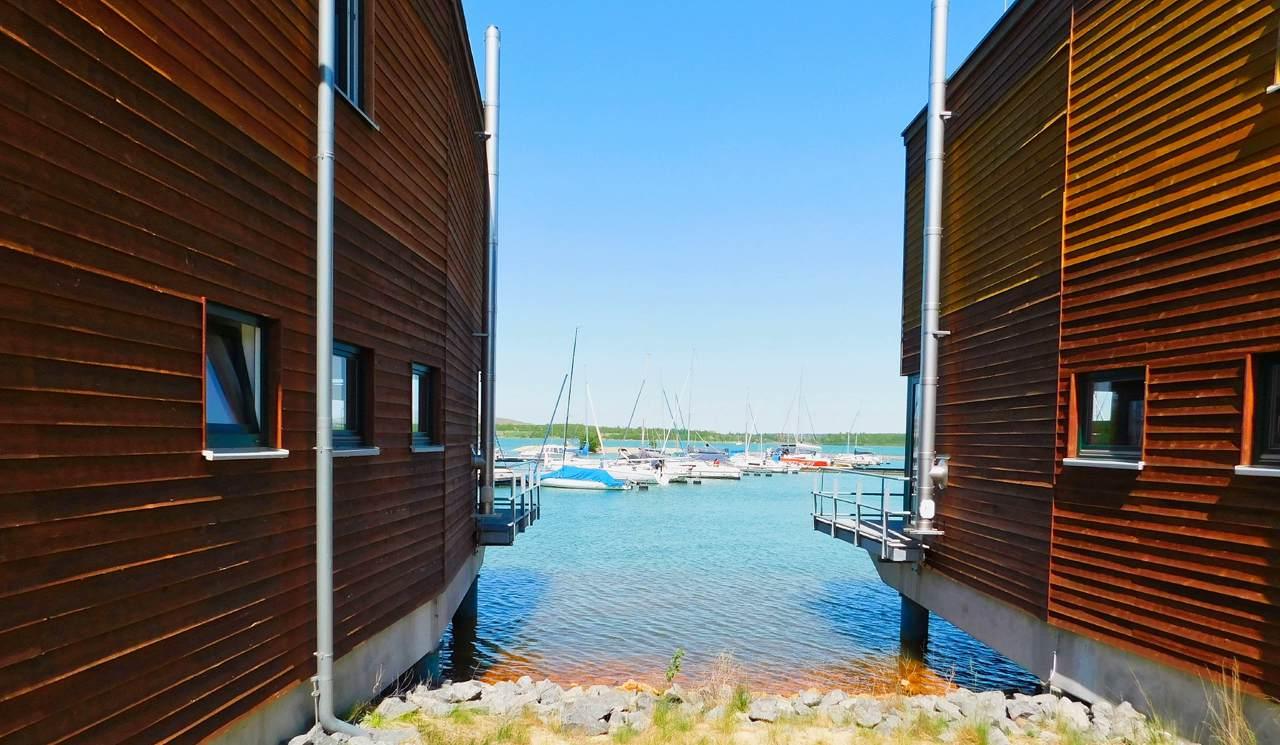 Lagovida zwischen zwei Hafenhäusern