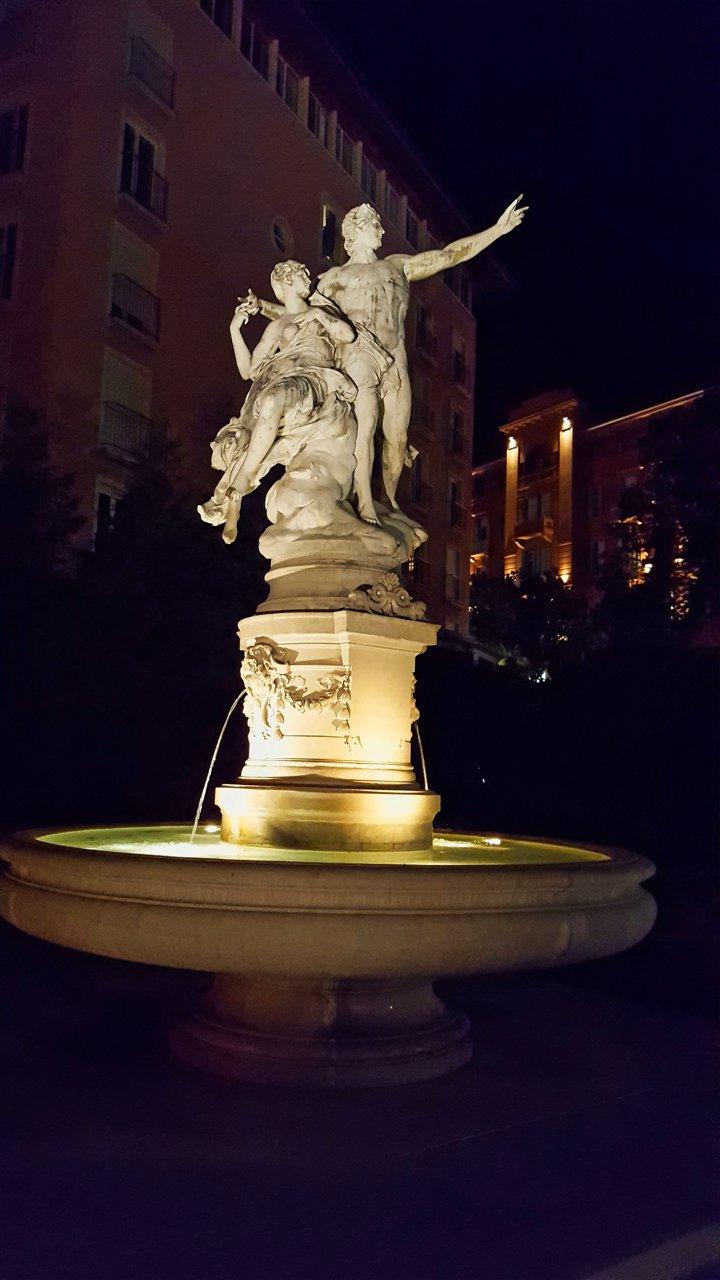 """Der Brunnen """"Helios und Selena"""" in Opatija"""